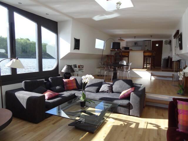 House Boat sur la Seine