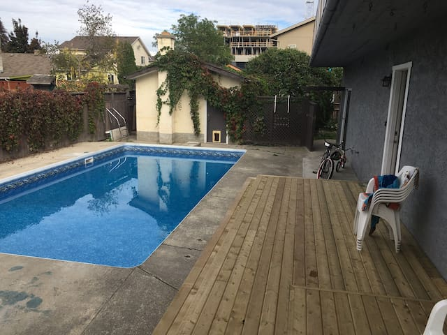 Large Lower Mission Pool Home