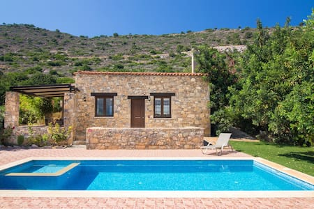 private Villa with magnificent view &Hotel service - Melidoni
