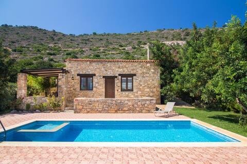 private Villa with magnificent view &Hotel service
