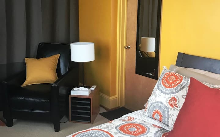 Bright, cozy room near DCA, Crystal City, Pentagon