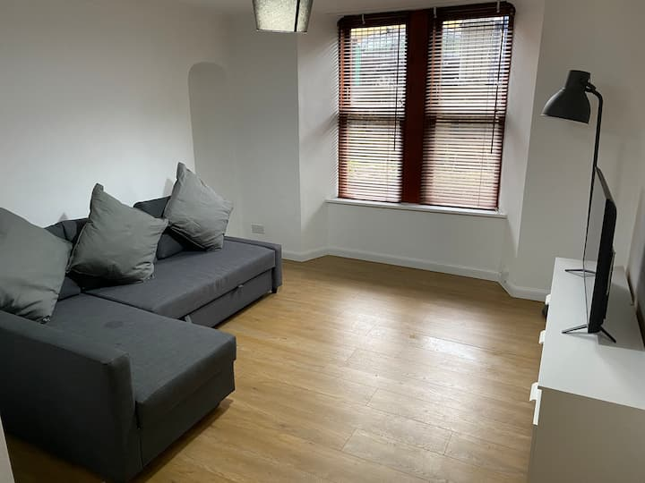 Modern Cosy Flat - 5 Mins to City Centre/Finneston