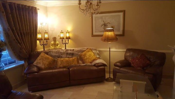 Dernvale House - Single room