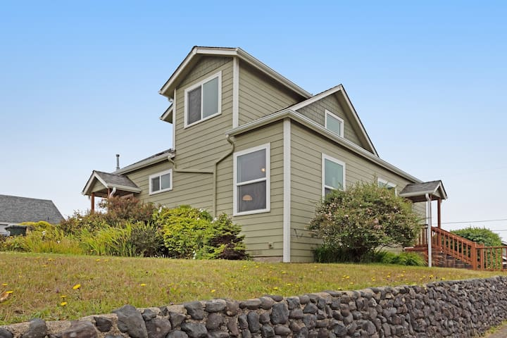 Premium Cleaned | Dog-friendly home w/ gas fireplace & patio - in a great location near the beach!