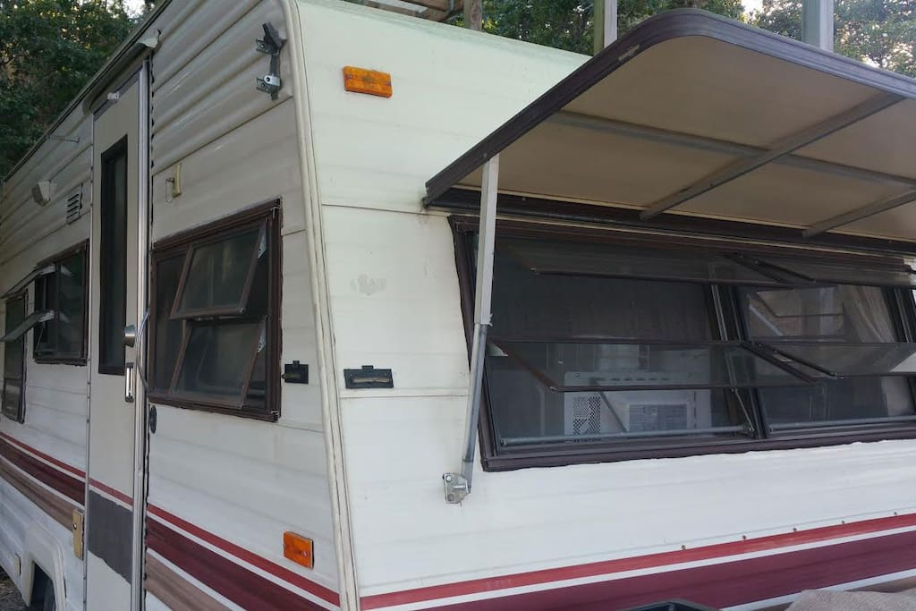 17 foot (70 Sq Ft) Travel Trailer
