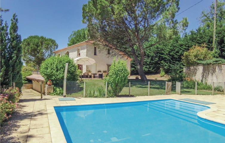 Holiday cottage with 5 bedrooms on 0 m² in Montrem