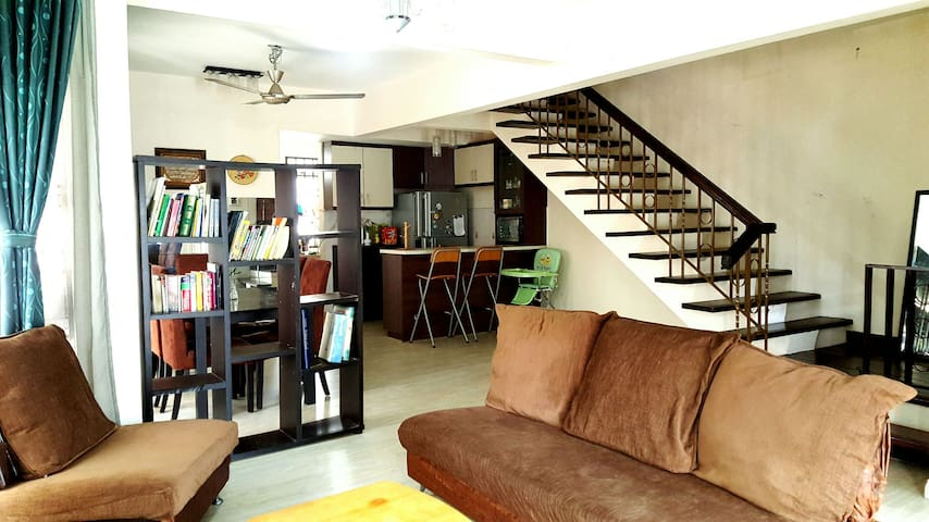 Family friendly homestay - Kajang - Ház