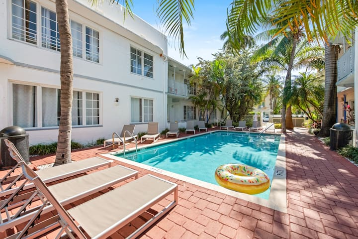 Three Bedroom Steps to Lincoln road w/ Pool access