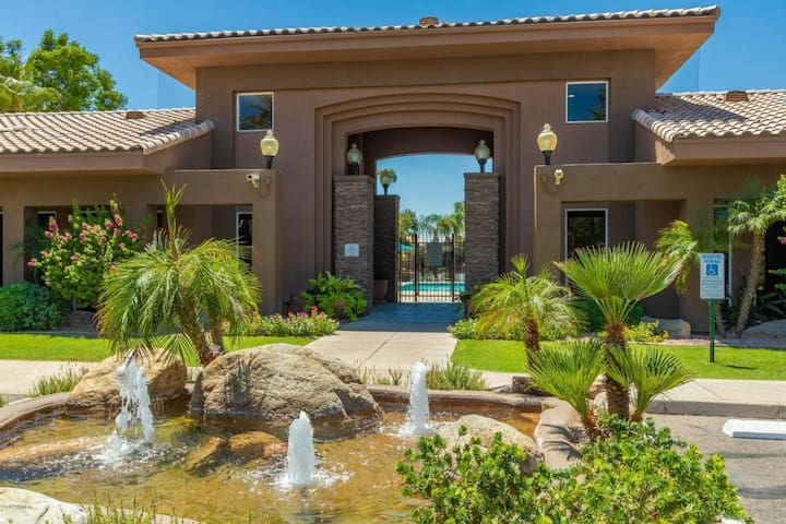 Beautiful one bedroom fully furnished in Kierland!