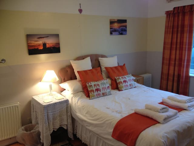 Beautiful seaside location, Double room B & B - Gorran Haven