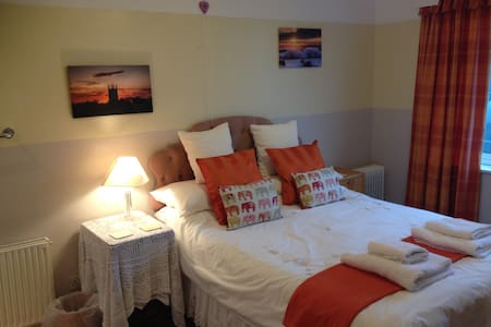 Beautiful seaside location, Double room B & B - Gorran Haven - Hus