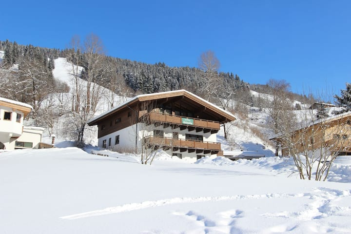 Comfortable Chalet in Saalbach-Hinterglemm with Sauna