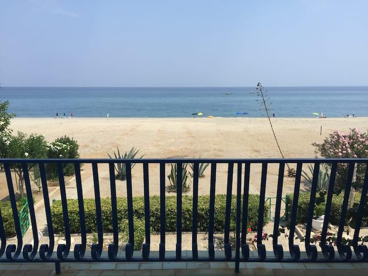 ferruzzano villa con accesso diretto al mare