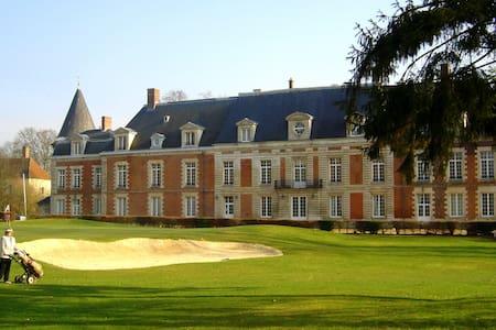 Chambre de charme dans un château sur golf 18 T. - Monchy-Humières - Appartamento