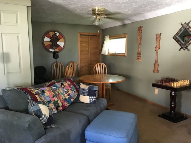 RNC vacation house for rent - Avon Lake - Leilighet
