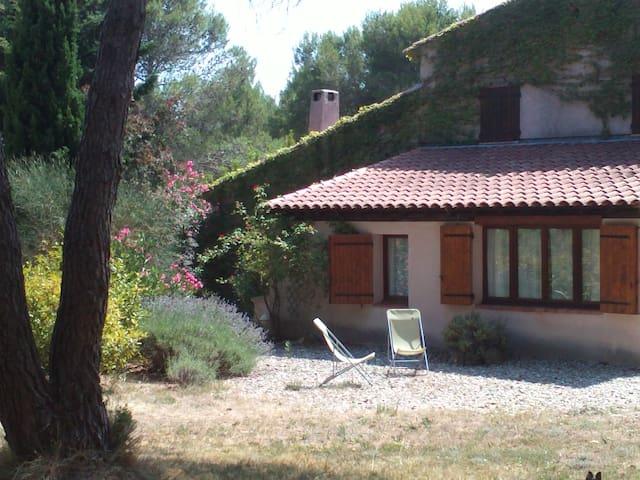 35m² : le calme au cœur de la Provence ! - Lambesc - Talo