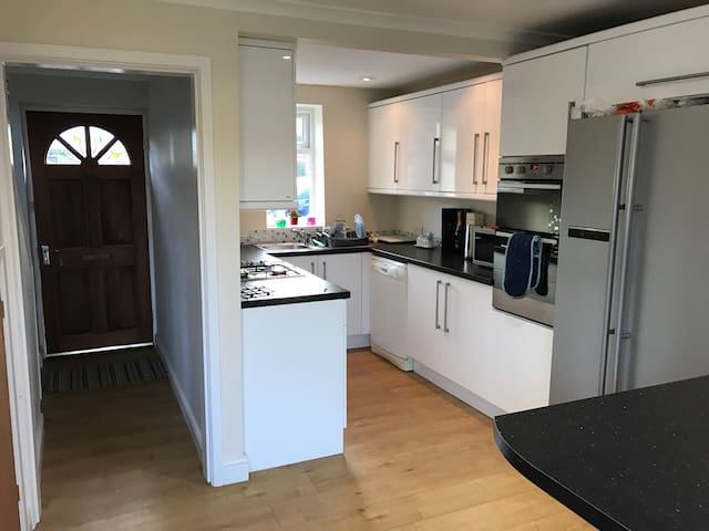 Double bedroom in a private house - Culcheth - Hus