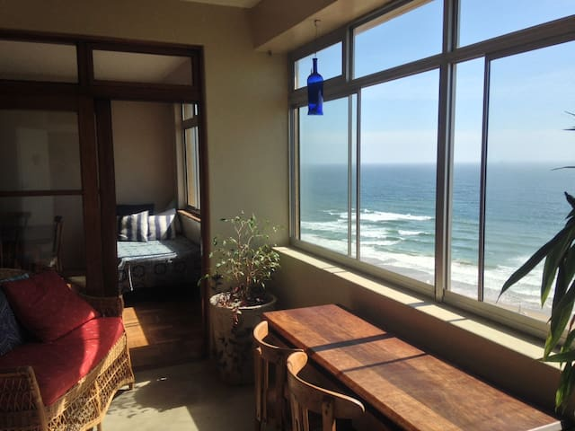 Room in Relaxed Beachfront Penthouse - Durban - Leilighet