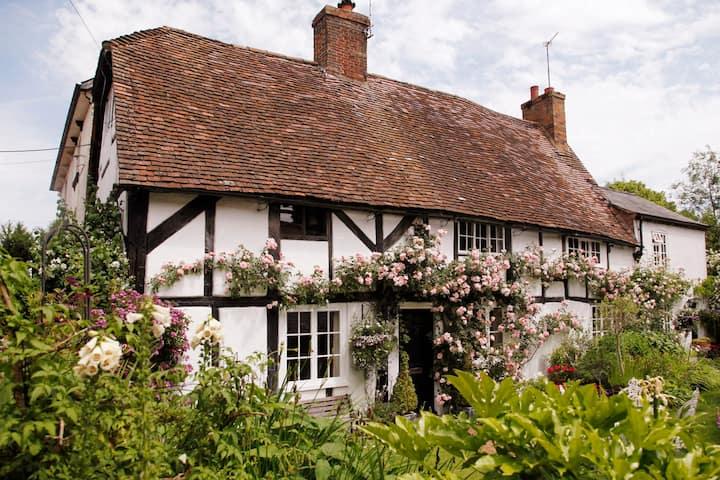 Historic Cottage in English Village