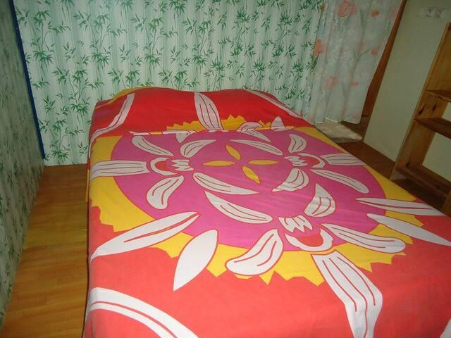Chambre double + 1 lit Atuona