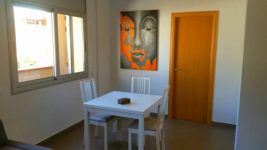 Apto. 3 dormitorios seminuevo! - Badalona - Apartmen