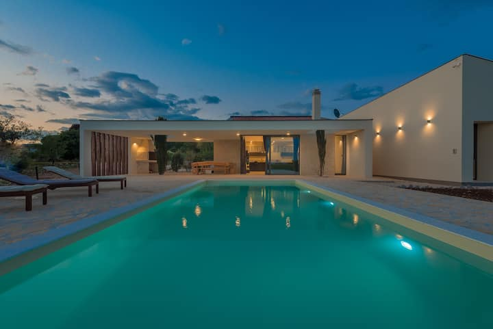 Villa T, heated pool