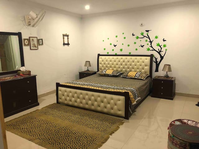 Room with private bath, Bahria Town Islamabad