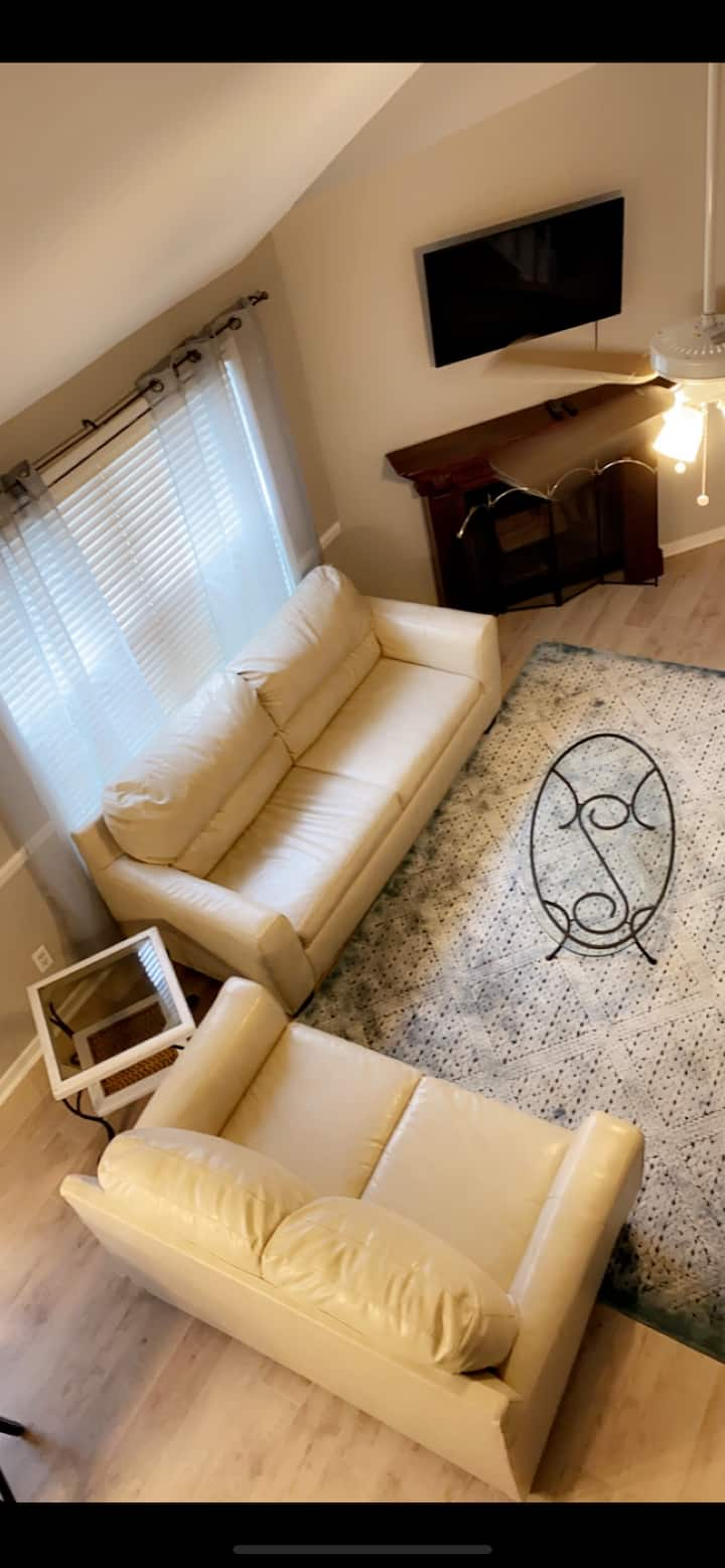 Sleeps 10, NO XTRA $pp!**10 Min DT CHS/5 Airport!