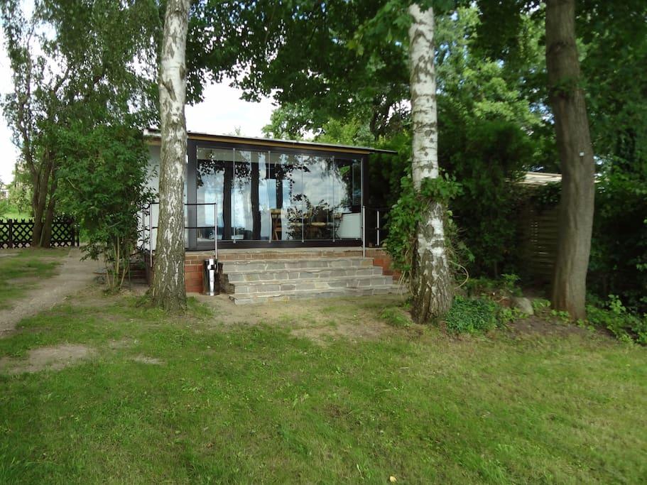 Bungalow fischerh uschen am see bungalows for rent in for Bungalow brandenburg