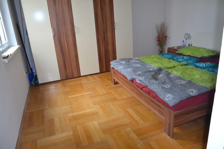 Ruhige nette Wohnung nähe Schloss Eggenberg - Graz - Lägenhet