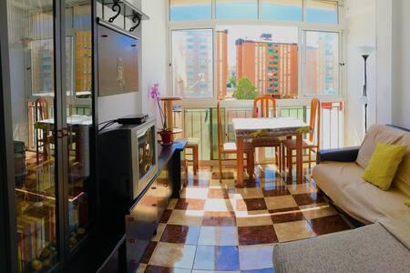 Room near to the train/bus station - Málaga