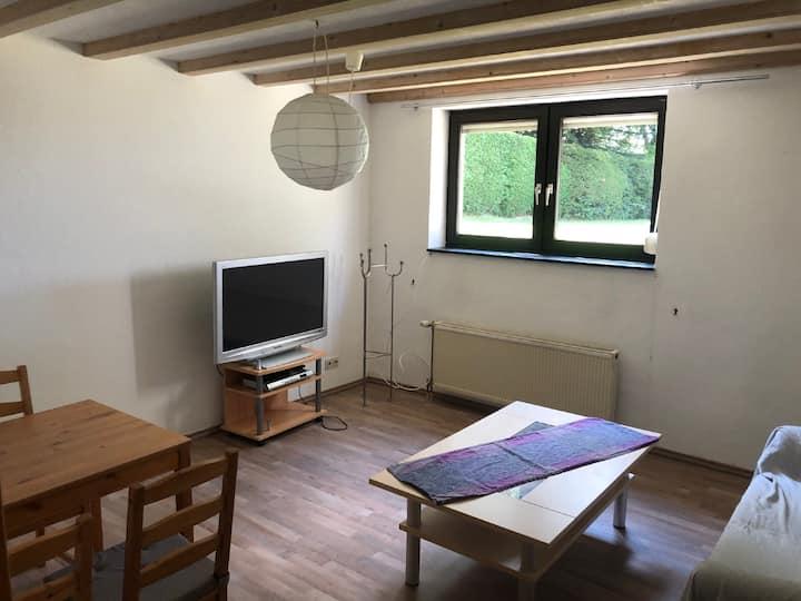 Helle Souterrain-Wohnung nahe Rursee und Monschau.