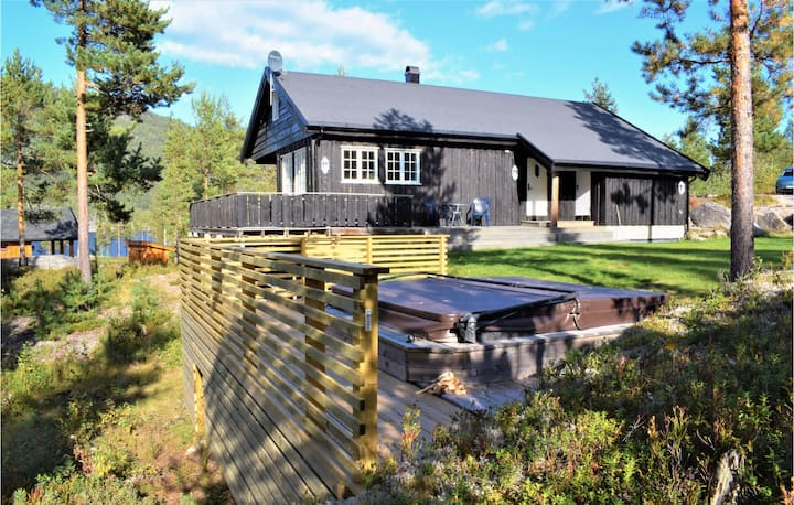 Beautiful home in Vrådal with Jacuzzi, WiFi and 5 Bedrooms