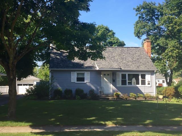 Cape Cod - Columbus - House