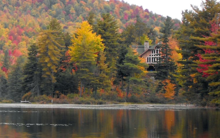 Secluded Lake Chalet & Nature Refuge, nr Whiteface - Wilmington - Dům
