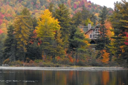 Secluded Lake Chalet & Nature Refuge, nr Whiteface - Вильмингтон - Дом