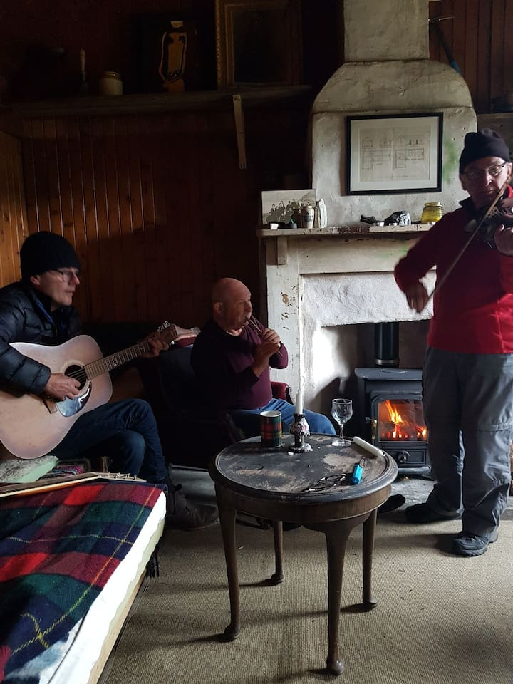 Impromptu ceilidh in the bothy Al Currie and the Bed Blockers