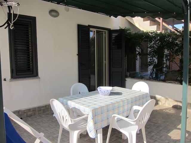 Casa Vacanze indipendente a 2 passi dal Mare - Le Cannella - Apartamento