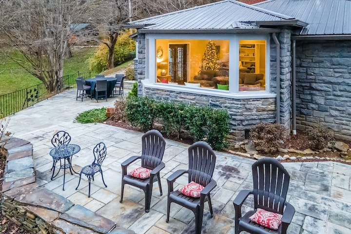 New listing! Luxury family retreat in downtown, overlooking the Smoky Mountains!