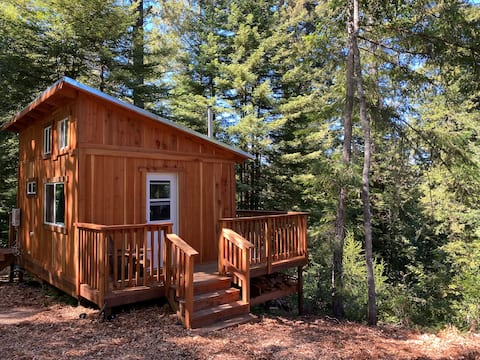 Timber Ridge Cabin: Redwood retreat @Juju Paradise
