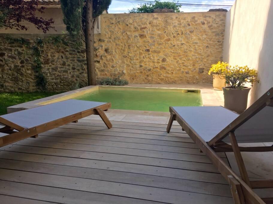 Jardin clos avec bassin (3x3 mètres et 1,60 de profondeur)