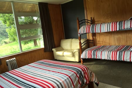 Separate lounge & bathroom, spacious & quiet - Upper Hutt - Apartment
