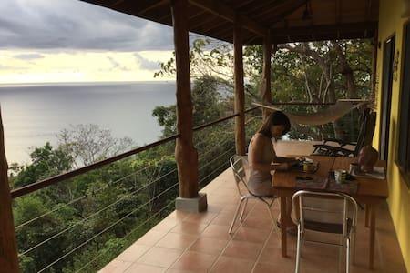 Villa Amarilla avec superbe vue sur le Pacifique