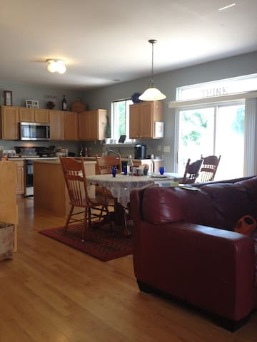 3 Bedrooms with a Shared Bath - Bolingbrook - House