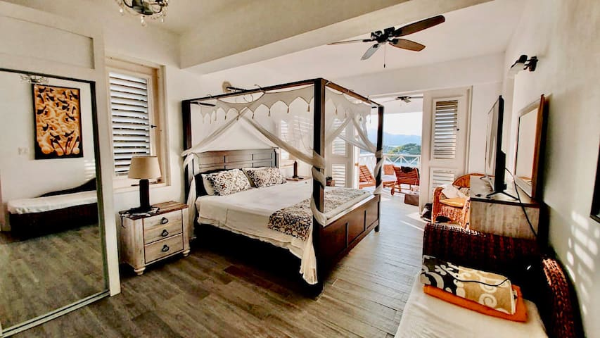 King Bedroom with ensuite on Pool Floor Level