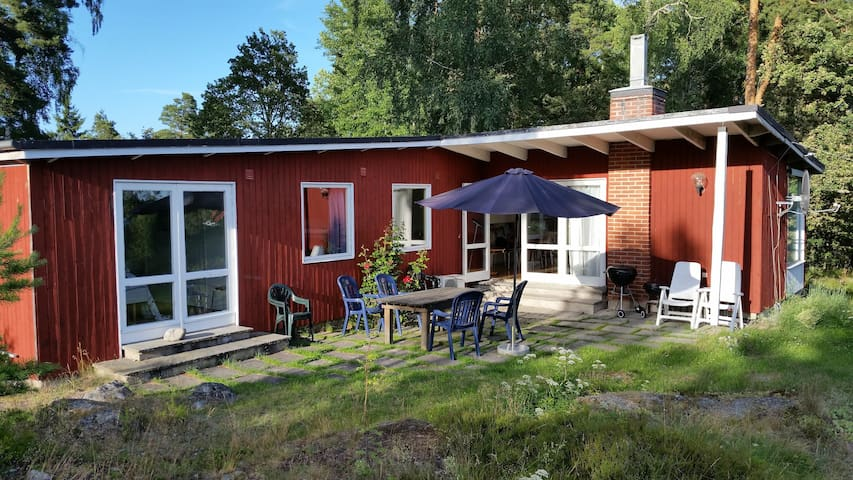 Cosy summerhouse with a splendid view - Vaxholm