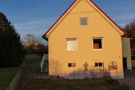 Gästehaus Sonnenschein: Zentral im Ort, naturnah