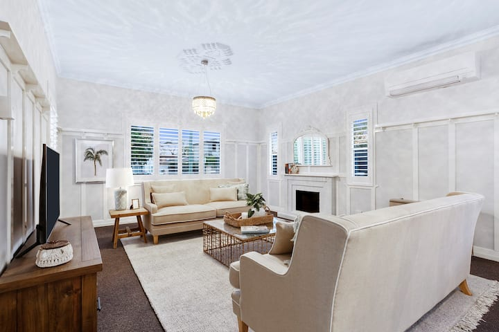 Nell's Place - Stunning home, walk to CBD