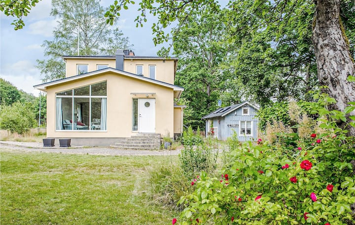 Holiday cottage with 5 bedrooms on 140m² in Knäred