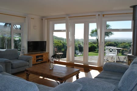 House with amazing sea & hill views - Llangennith